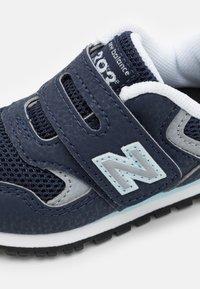 New Balance - IV393CBK UNISEX - Sneakers - navy - 5
