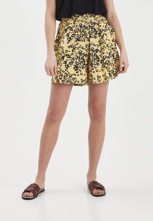 Shorts - buff yellow