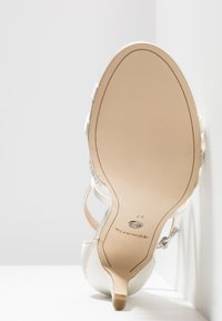 Tamaris - Korolliset sandaalit - ivory - 6