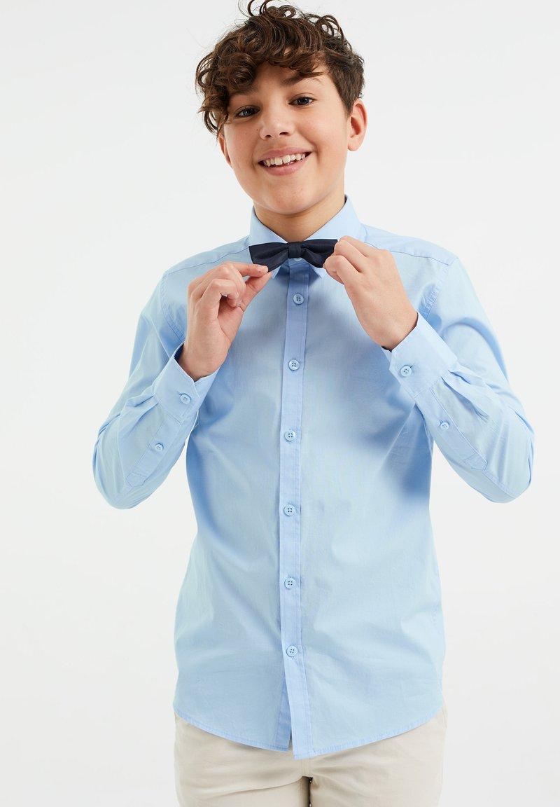 WE Fashion - JONGENS - Camicia - light blue