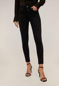 Mango - ISA - Jeans Skinny Fit - black denim - 0