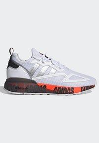 adidas Originals - ZX 2K BOOST UNISEX - Trainers - footwear white/silver metallic/core black - 6