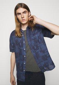 120% Lino - SHORT SLEEVE  - T-shirt basic - iron - 3