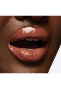 MAC - LOVE ME LIQUID LIPCOLOUR - Liquid lipstick - feel me? - 5