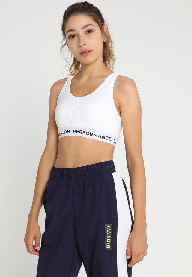 RACERBACK BRA - Medium support sports bra - white