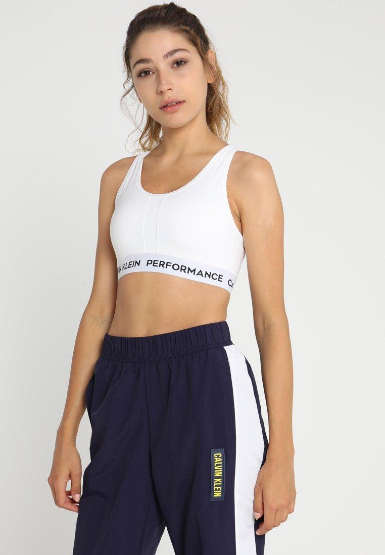 Calvin Klein Performance - RACERBACK BRA - Športová podprsenka so strednou podporou - white