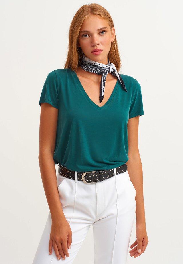 Basic T-shirt - alvara