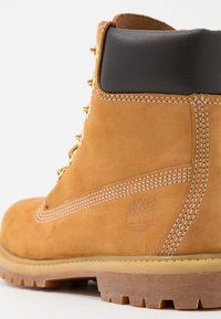 Timberland - 6IN PREMIUM BOOT  - Lace-up ankle boots - wheat - 2