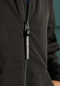 Superdry - SURPLUS GOODS FLYWEIGHT  - Bomberjacks - black