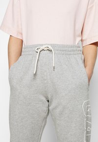 GAP Petite - EASY - Tracksuit bottoms - grey heather - 4