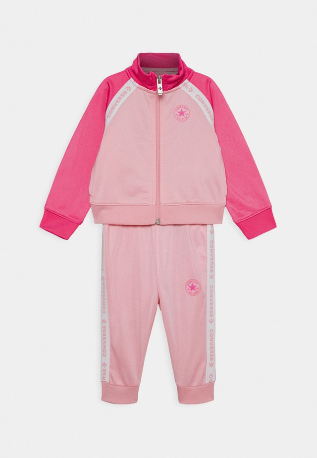 CHUCK SET - Collegetakki - coastal pink
