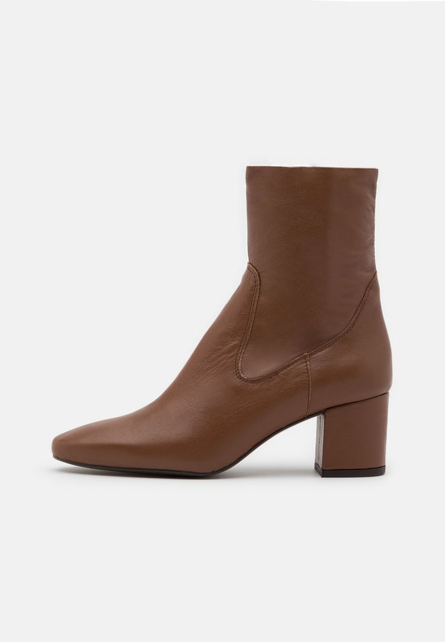 Classic ankle boots - brown dream