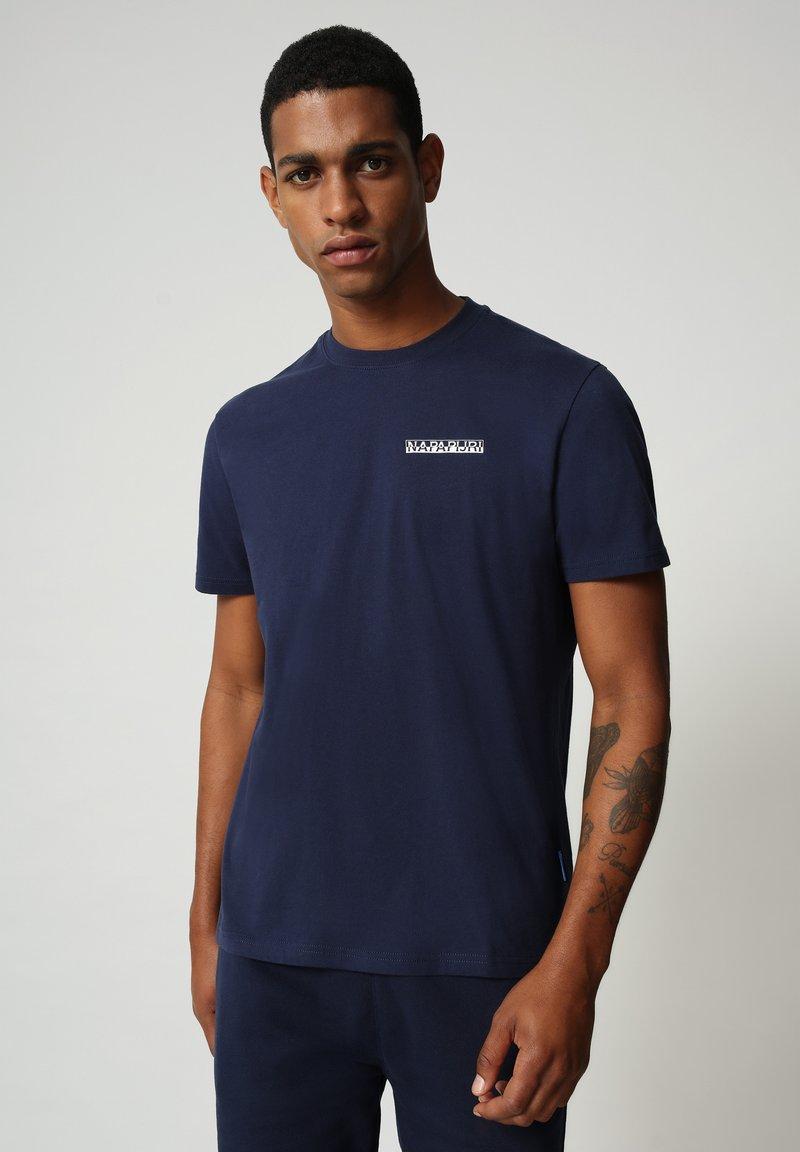Napapijri - S SURF - Print T-shirt - medieval blue