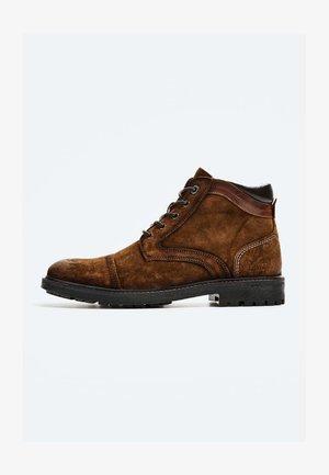 PORTER  - Šněrovací kotníkové boty - cognac