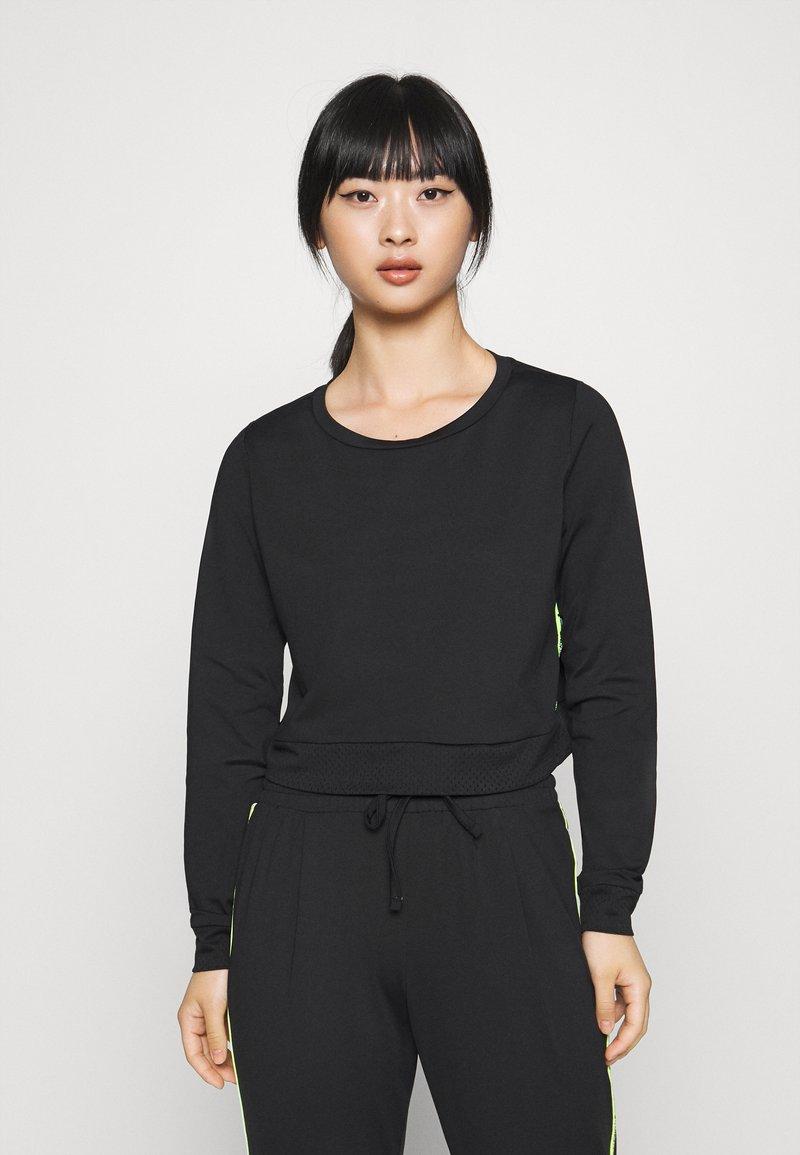 ONLY PLAY Petite - ONPADOR SHORT PETITE - Camiseta de manga larga - black