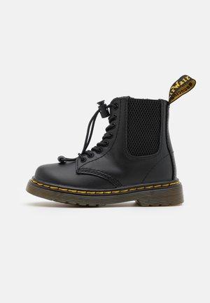 1460 HARPER UNISEX - Veterboots - black