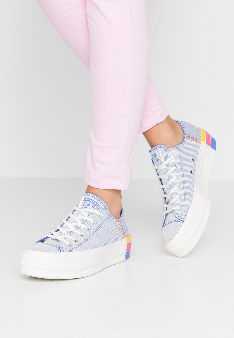 Converse - CHUCK TAYLOR ALL STAR LIFT RAINBOW - Joggesko - ozone blue/vintage white