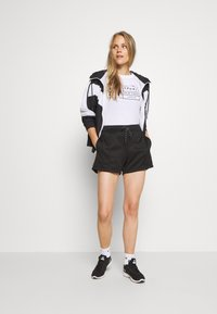 DKNY - MINI LOGO SHORT - Sports shorts - black - 1