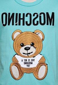 MOSCHINO - Print T-shirt - light blue - 5