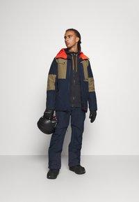 Quiksilver - BOUNDRY - Spodnie narciarskie - navy blazer - 1