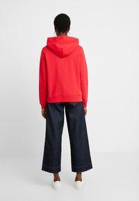 Calvin Klein Jeans - TAPING THROUGH MONOGRAM HOODIE - Hoodie - racing red - 2