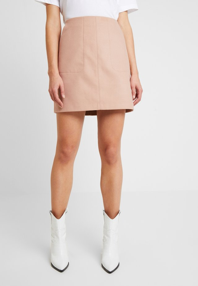 SABRINA POCKET MINI SKIRT - Minisukně - tan