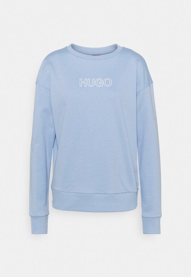 NAKIRA - Sweater - light pastel blue