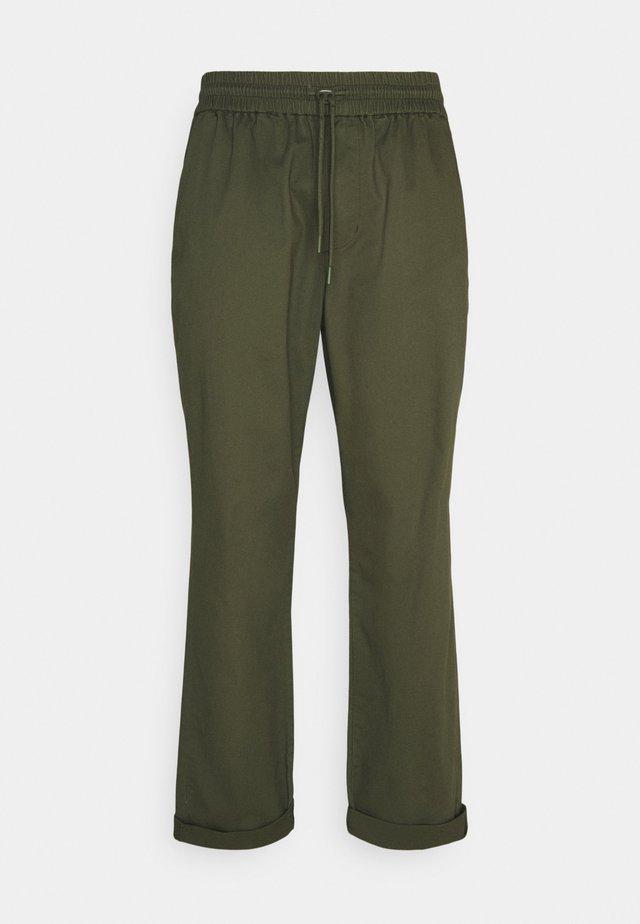 CASUAL TROUSERS - Pantalon classique - army