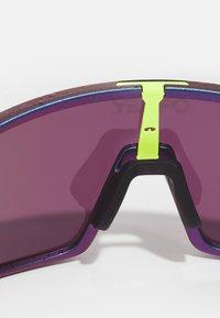 Oakley - SUTRO UNISEX - Gafas de deporte - green/purple shift - 4