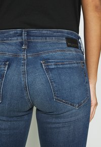 Mavi - LINDY - Slim fit jeans - dark brushed glam - 7