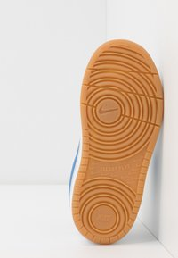 Nike Sportswear - COURT BOROUGH 2 - Sneakersy niskie - white/pacific blue/university red/light brown