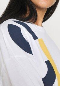 CLOSED - WOMEN´S - Print T-shirt - white - 5