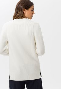 BRAX - STYLE ANIQUE - Cardigan - ivory - 2