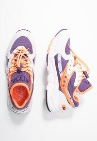 Saucony - AYA - Tenisky - white/purple/orange - 3