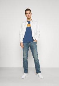 Mustang - OREGON - Jeans straight leg - denim blue - 1