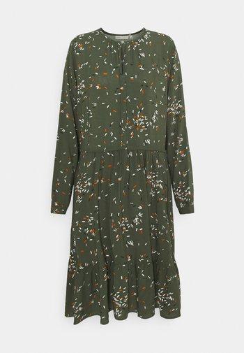 VIKSAIW DRESS - Sukienka letnia - beetle green springels
