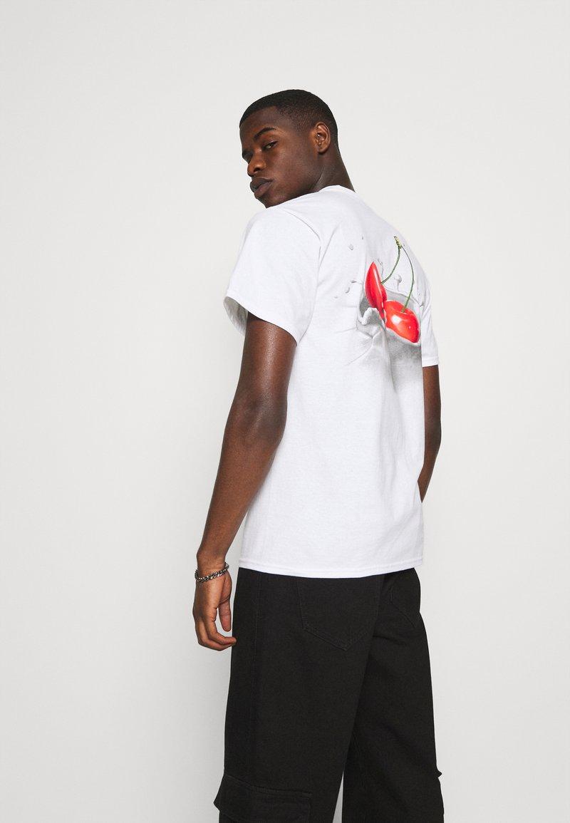 HUF - WET CHERRY TEE - Print T-shirt - white
