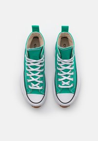 Converse - RUN STAR HIKE PLATFORM UNISEX - High-top trainers - court green/white - 3