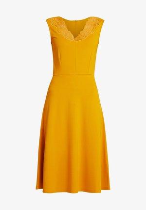 Pouzdrové šaty - golden yellow