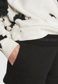 Calvin Klein Jeans - LOGO TRIM - Tracksuit bottoms - black - 4