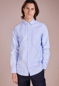 Filippa K - TIM OXFORD SHIRT - Košile - light blue - 0