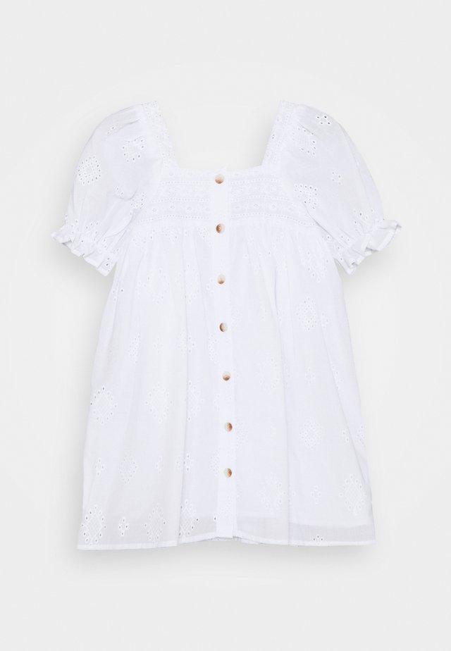 LUCINDA SHORT SLEEVE DRESS - Koktejlové šaty/ šaty na párty - white