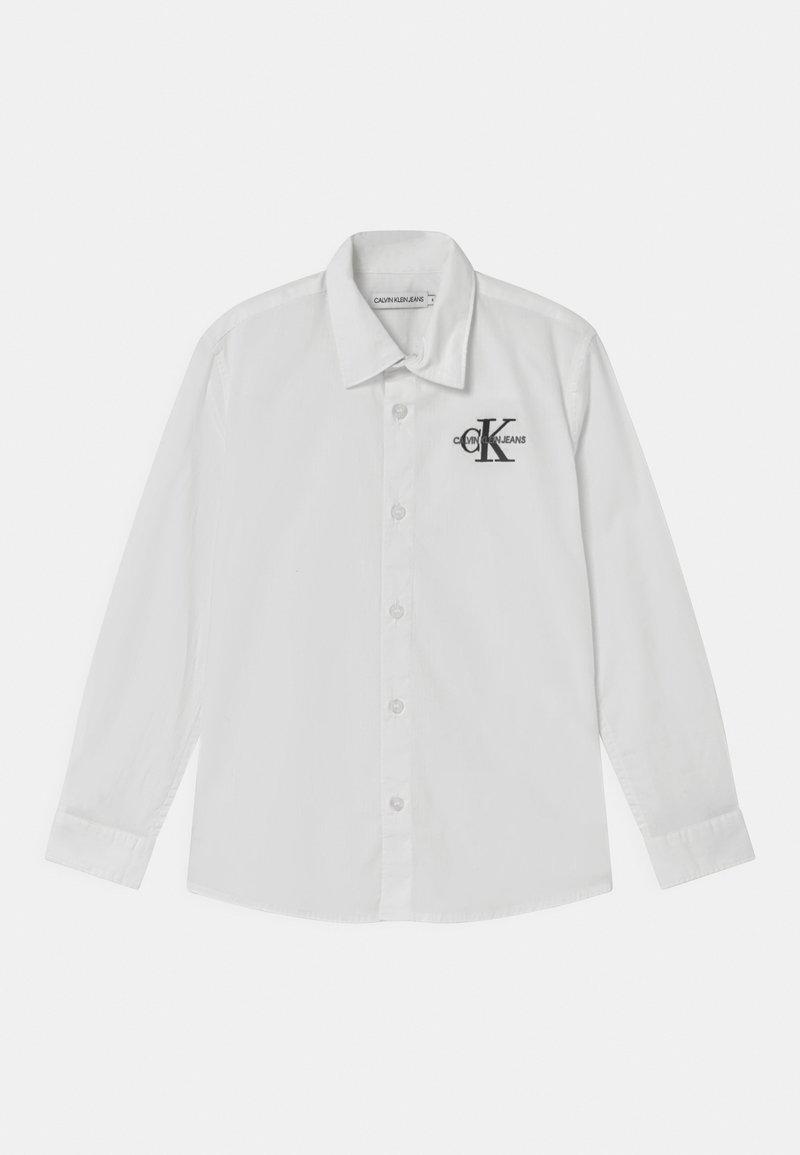 Calvin Klein Jeans - HYBRID CHEST LOGO - Košile - white