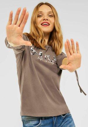 MIT KORDELZÜGEN - Long sleeved top - braun