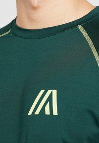 Your Turn Active - T-shirt imprimé - dark green - 5