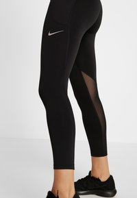 Nike Performance - FAST CROP - Legginsy - black/reflective silver - 4