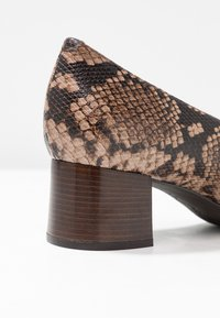 Unisa Wide Fit - LUNIS - Classic heels - mocca - 2