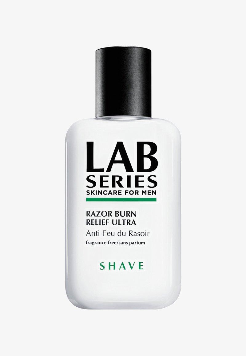 Lab Series - RAZOR BURN RELIEF ULTRA  - Baume après-rasage - -