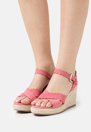 SELANAS - Sandalen met plateauzool - pink