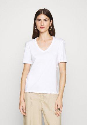 V NECK - Jednoduché triko - bright white